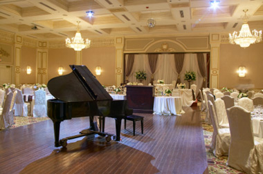 piano at a wedding